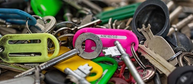 Photo via Visualhunt.keys-open-locks-security-unlock-secure-bunch-pile