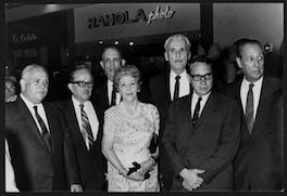 En la foto, varios miembros de la Familia Fonalledas (1968). Rosa, al centro, y a su izquierda, Gerardo.