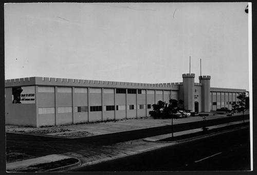 Edificio de la Guardia Nacional en 1958, poco después de su construcción.