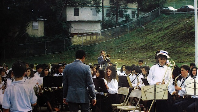 Historic photograph of the school music band of Aibonito, 1990. To the far right, with the saxophone, José Aponte when he was a student.