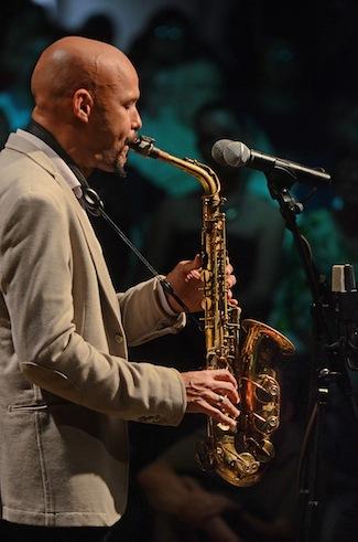 Miguel Zenón ha recibido múltiples nominaciones al Grammy y además de prestigiosas subvenciones como el MacArthur Fellowship y la beca de Guggenheim Foundation.