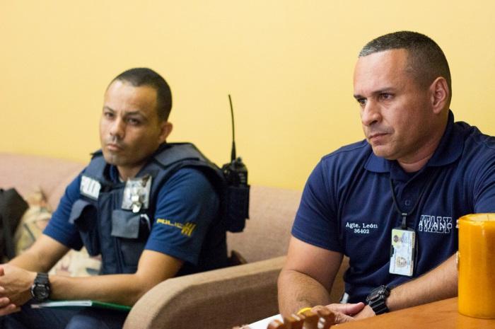 Policía estatal en Caguas. Foto por Adriana Cardona-Maguigad