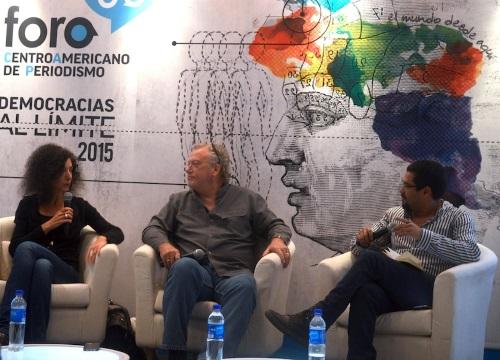 Leila Guerriero, Jon Lee Anderson y Óscar Martínez en el Foro Centroamericano de Periodismo. Foto por Joel Cintrón Arbasetti.