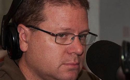 Burgueño también se destaca como periodista radial.