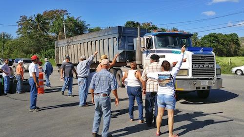 Manifestación en contra del depósito de cenizas en el vertedero de Peñuelas